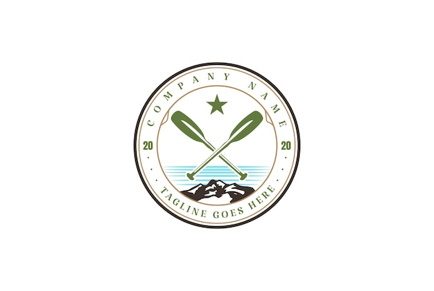 Emblema de distintivo de barco caiaque canoa rafting vintage para design de logotipo de clube esportivo em vetor