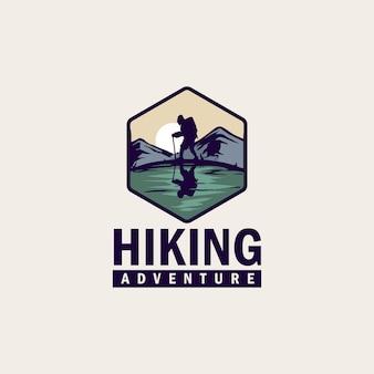 Emblema de logotipo vintage e simples para caminhadas