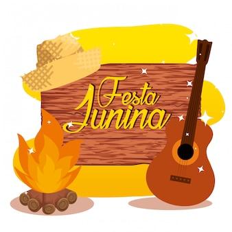 Emblema de madeira com chapéu e fogo de madeira