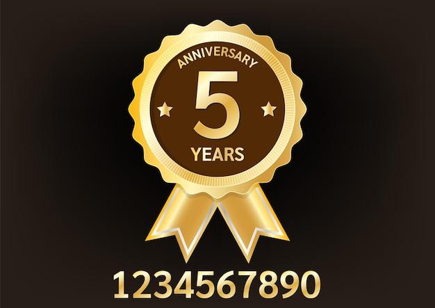 Emblema de placa dourada de aniversário