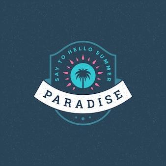 Emblema do logotipo de paraíso de verão com palmeiras