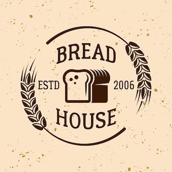 Emblema, etiqueta, distintivo ou logotipo de vetor vintage de padaria com pão e trigo em fundo de cor clara