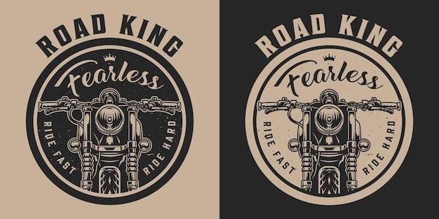Emblema redondo de motocicleta vintage com vista frontal de motocicleta clássica em estilo monocromático