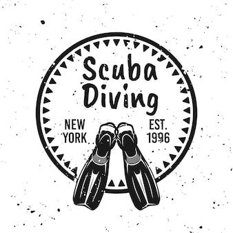 Emblema redondo monocromático de mergulho autônomo com ilustração vetorial de nadadeiras de mergulhador no fundo com texturas grunge removíveis