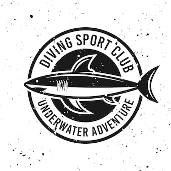 Emblema redondo monocromático do clube de mergulho com ilustração vetorial de tubarão no fundo com texturas removíveis do grunge