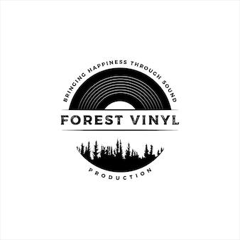 Emblema retro vintage, selo, etiqueta, adesivo e logotipo de disco de vinil de distintivo com pinheiros