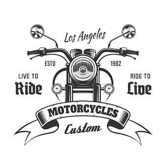 Emblema vintage monocromático de vista frontal da motocicleta com fita e texto de exemplo em fundo branco