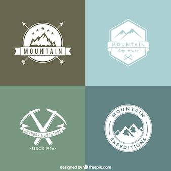 Emblemas da montanha da aventura no estilo retro