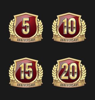 Emblemas de aniversário. conjunto de quatro emblemas de aniversário de luxo.