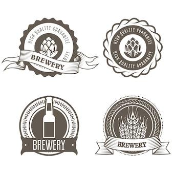 Emblemas de cerveja e cervejaria com botões de lúpulo
