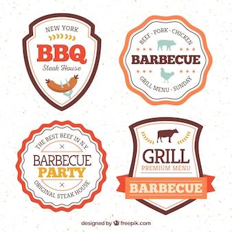 Emblemas de churrasco coloridos em design plano