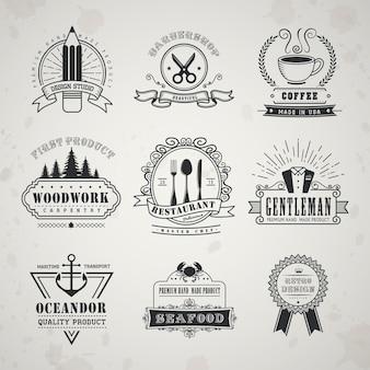 Emblemas de estilo vintage colocados sobre fundo bege