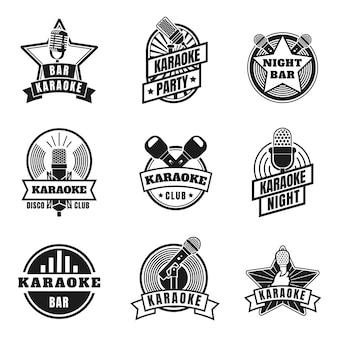 Emblemas de karaokê. etiquetas vintage com microfones para festa noturna de música karaokê. emblemas do clube de canto de silhueta retrô, conjunto de vetor de logotipo de microfones. entretenimento em boate, evento de áudio