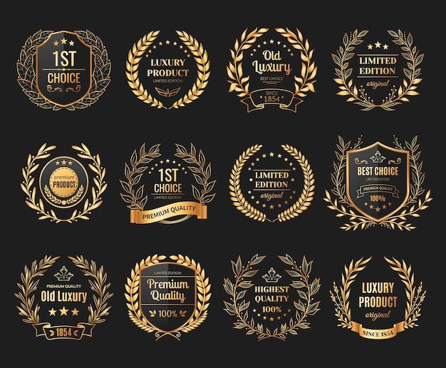 Emblemas de prêmio realistas com louro e coroa em fundo preto isolados
