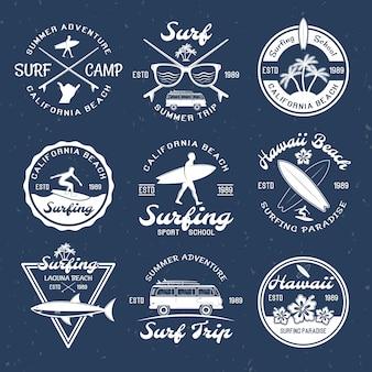 Emblemas de surf no escuro