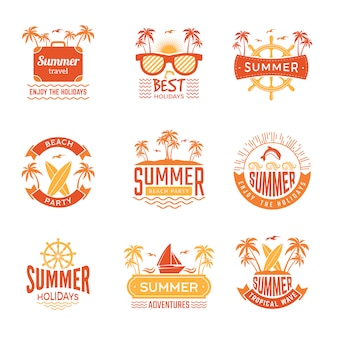 Emblemas de verão. etiquetas e logotipos de viagens palmeira bebe símbolos tropicais de férias de sol