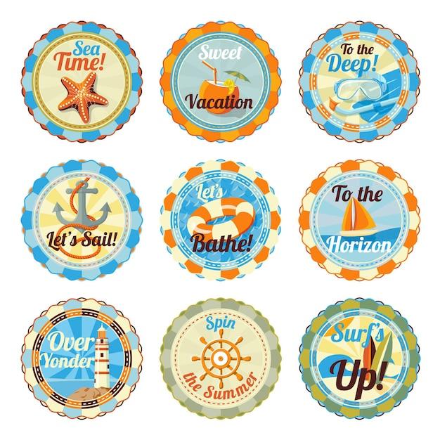 Emblemas fofos de verão brilhante com slogans