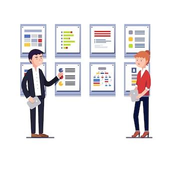 Empreendedores mostrando projeto de negócios de inicialização