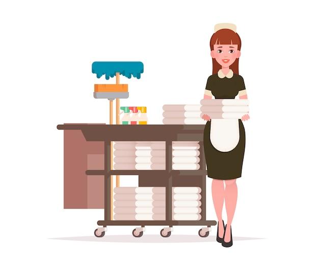 Empregada doméstica com carrinho de limpeza.