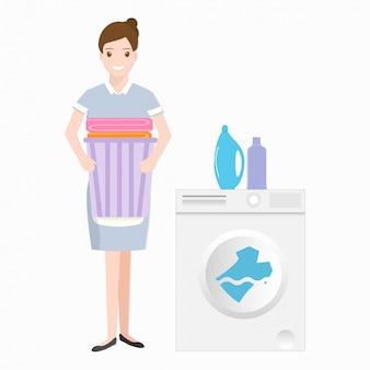 Empregada doméstica com máquina de lavar roupa