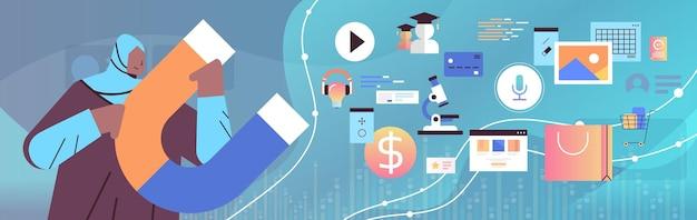 Empresária árabe segurando grande ímã promoção campanha mídia social conceito de marketing ilustração vetorial horizontal