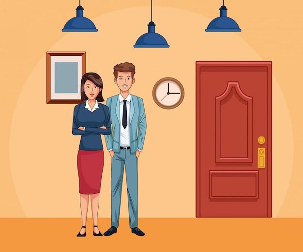 Empresária e empresário ao lado da porta de água no fundo de cenário de escritório