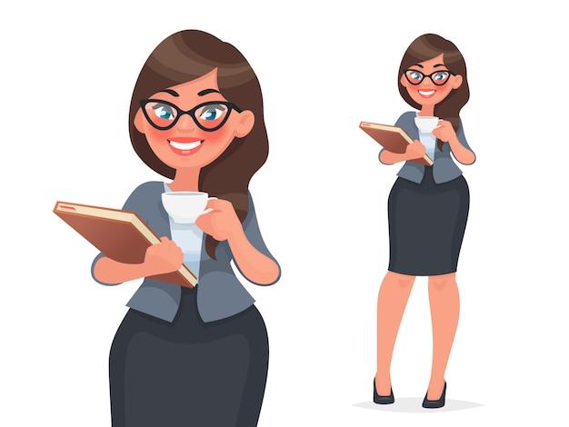 Empresária mantém uma xícara de café e uma pasta com arquivos. mulher em roupas de negócios, funcionário da empresa