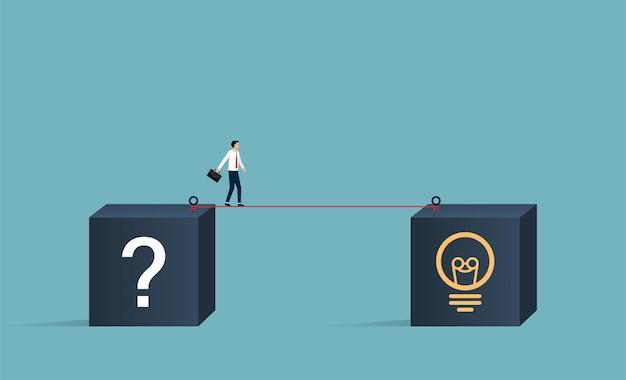 Empresário andando na corda bamba de uma caixa com ponto de interrogação para a caixa com o símbolo de marca de lâmpada. encontrar solução para ilustração de sucesso.