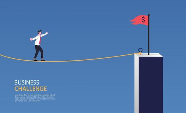 Empresário andando na corda para o símbolo da bandeira vermelha. desafio de negócios