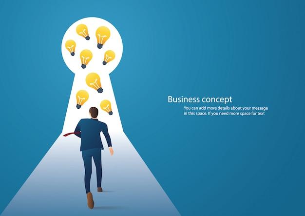 Empresário andando na fechadura com luz brilhante