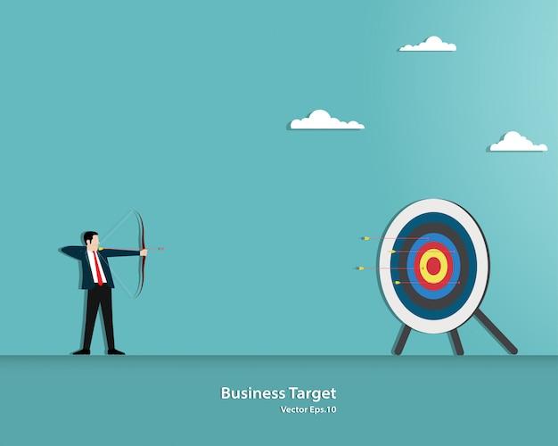 Empresário, apontando o alvo com arco e flecha