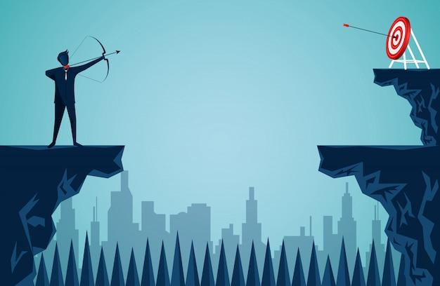 Empresário atirando uma flecha no penhasco oposto ao alvo
