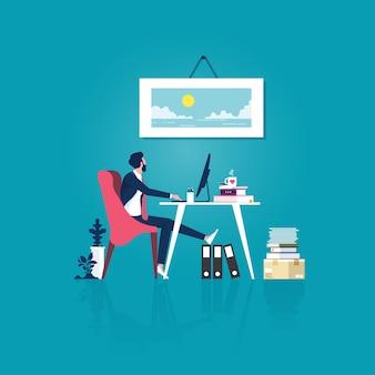 Empresário cansado na mesa do escritório olhando uma fotografia na parede