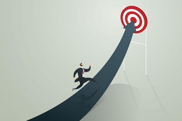Empresário correndo para a seta ir para atingir um alvo, conceito do negócio