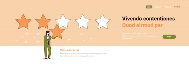 Empresário, dando feedback de qualidade conceito de satisfação do cliente três estrelas de classificação masculino comprimento total