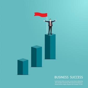 Empresário de pé no topo do gráfico de coluna