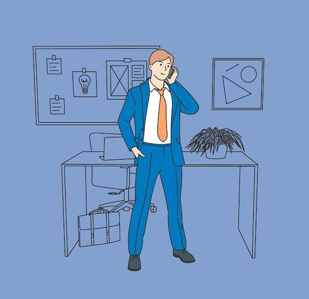 Empresário durante o planejamento do trabalho. trabalhador de escritório jovem empresário em pé falando ao telefone.