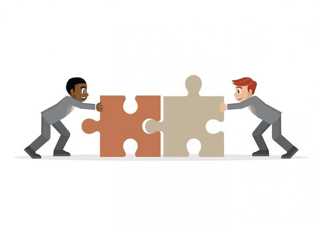 Empresário, empurrando duas peças de quebra-cabeças juntos.