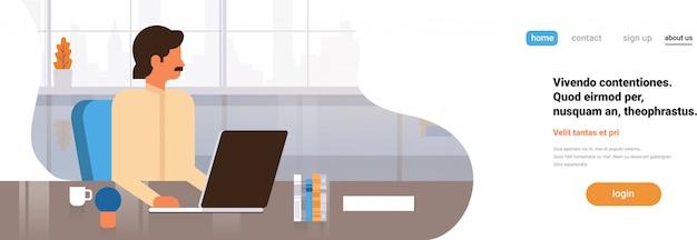Empresário indiano usando laptop trabalhando banner de processo