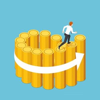 Empresário isométrico 3d plano correndo na escada em espiral de pilhas de moedas de ouro. sucesso nos negócios e conceito financeiro.