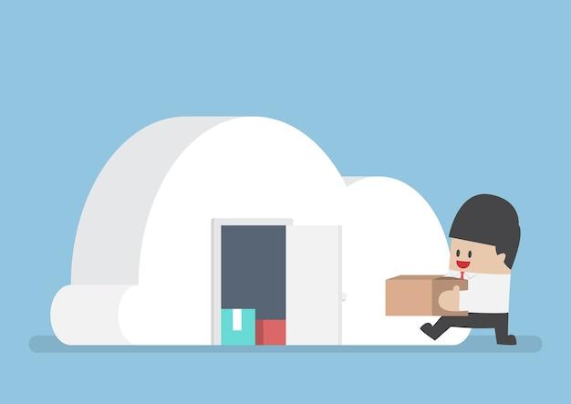 Empresário mantém suas coisas no quarto de forma nublada