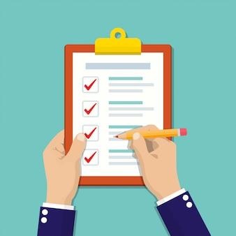 Empresário mãos segurando uma lista de verificação de transferência com lápis em um design plano