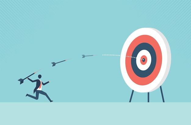 Empresário mirando o alvo com arco e flecha conceito de negócio símbolo dos objetivos de negócios