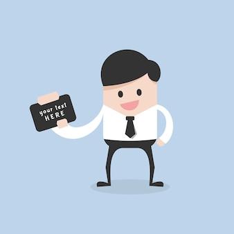 Empresário mostrar papel para se comunicar
