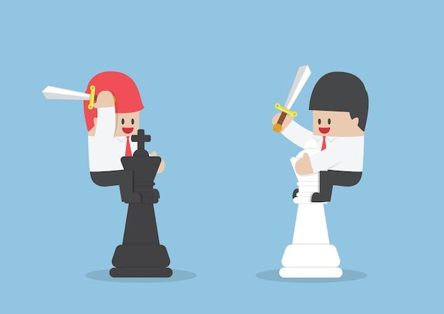 Empresário na parte de trás do rei e rainha xadrez