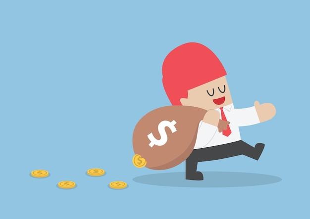 Empresário, perdendo o dinheiro do saco de vazamento