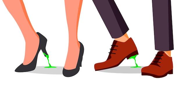 Empresário, sapato de mulher com goma de mascar