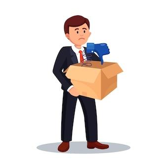 Empresário segura caixa de papelão com o polegar para baixo. mídia social. opinião ruim, antipatia, desaprovação. testemunhos, feedback, conceito de avaliação do cliente