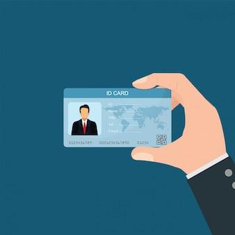 Empresário, segurando o cartão de identificação.