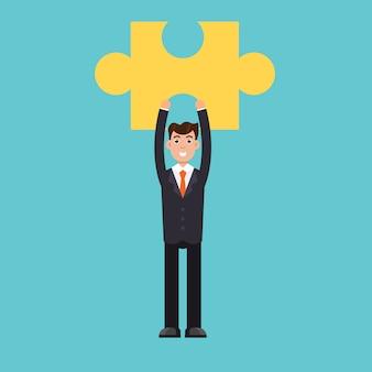 Empresário segurando o quebra-cabeça. conceito de problema e solução.